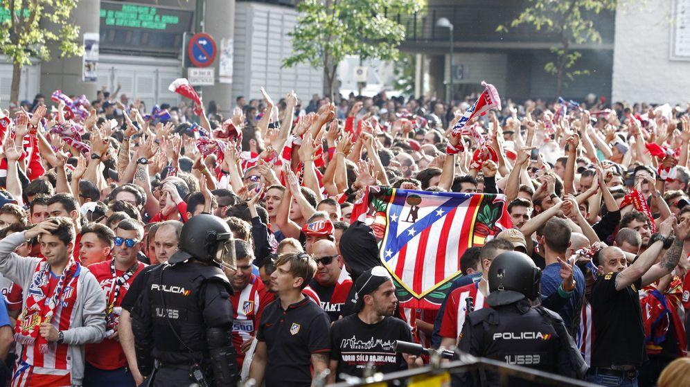 Foto: Aficionados del Atlético de Madrid en mayo de 2017 (Efe)