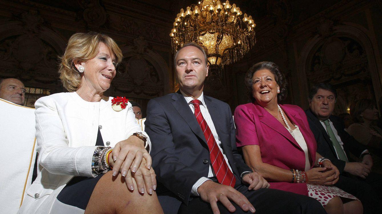 Foto:  La presidenta madrileña Esperanza Aguirre (c), el presidente de la Generalitat Valenciana, Alberto Fabra, y la alcaldesa de Valencia, Rita Barberá. EFE/Kote Rodrigo