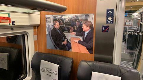 El Gobierno 'adorna' el AVE a Valencia con fotos de políticos y cuela la de Ábalos