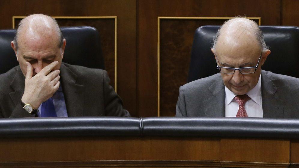 Foto: Los ministros del Interior, Jorge Fernández Díaz (i) y Hacienda, Cristóbal Montoro (EFE)