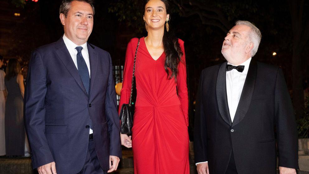 Victoria Federica impresiona en Sevilla con un look de largo en rojo