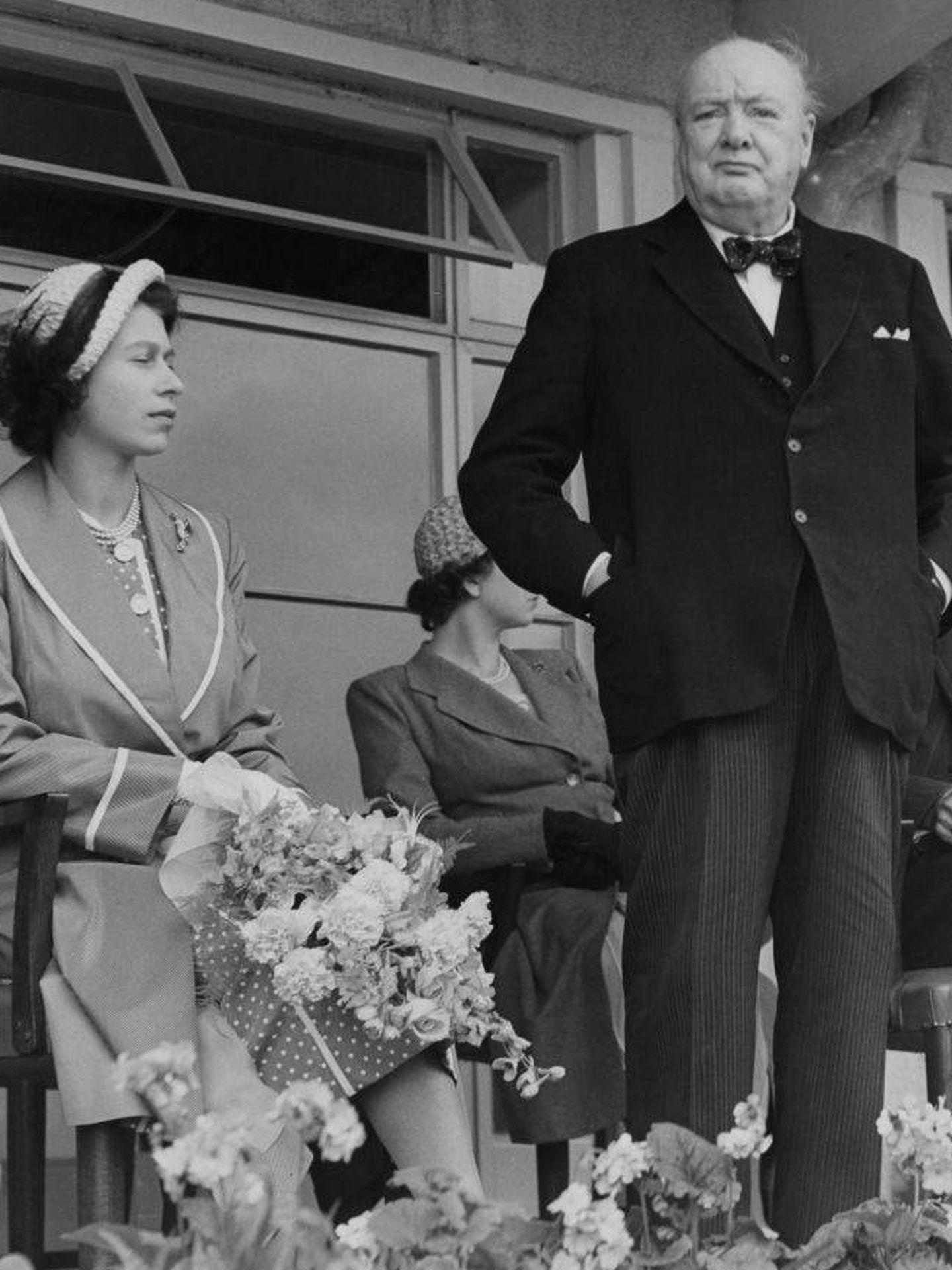 Winston Churchill e Isabel II en 1951. (Getty)