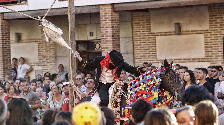 Foto: Descabezamiento de gansos en las fiestas de El Carpio de Tajo
