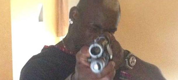 Foto: Imagen de Mario Balotelli con la escopeta colgada y posteriormente retirada de 'Instagram'.