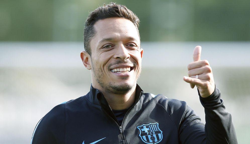 Foto: En la imagen, Adriano Correia, jugador del Barcelona (EFE)