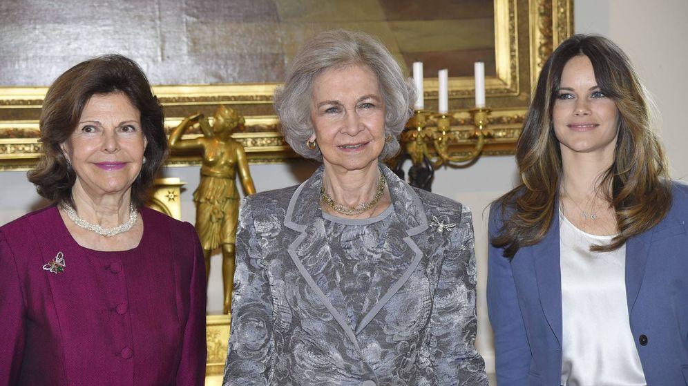 Foto: La reina Sofía y sus anfitrionas. (Cordon Press)