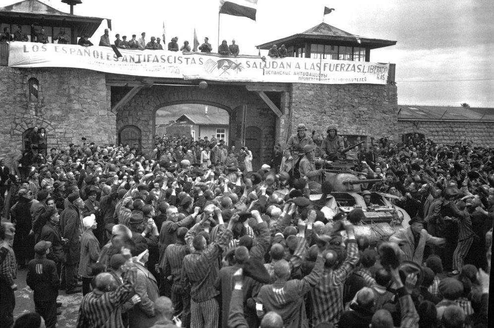 Foto: Los españoles presos en Mauthausen celebran la liberación del campo en 1945.