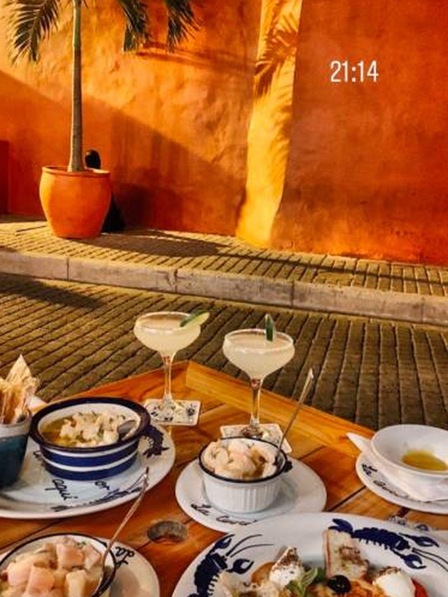El matrimonio disfruta de deliciosas cenas en Juan del Mar Restaurante, donde han degustado platos como pulpo asado a la brasa sazonado con los secretos del chef montado sobre un hummus de aguacate.