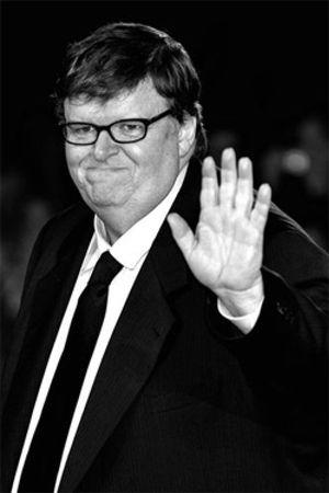 Michael Moore ofrece a Wikileaks su web, servidores y dominio