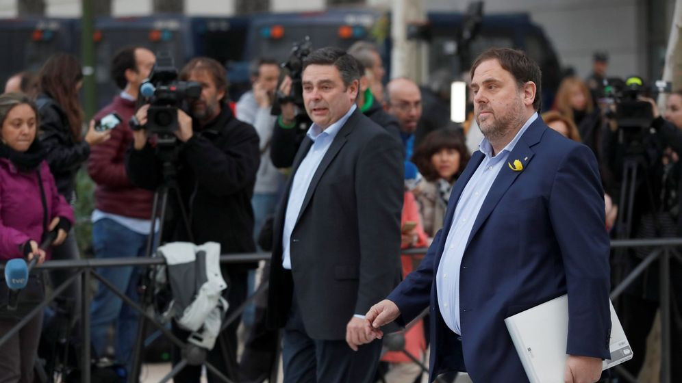 Foto: EL vicepresidente cesado de la Generalitat de Cataluña, Oriol Junqueras, a su llegada a la sede de la Audiencia Nacional este jueves. (EFE)