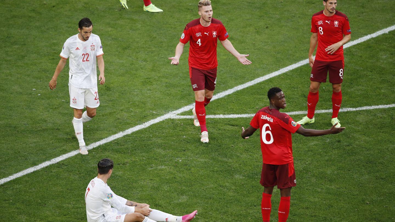 Morata forzó una peligrosa falta a favor de España. (Efe)