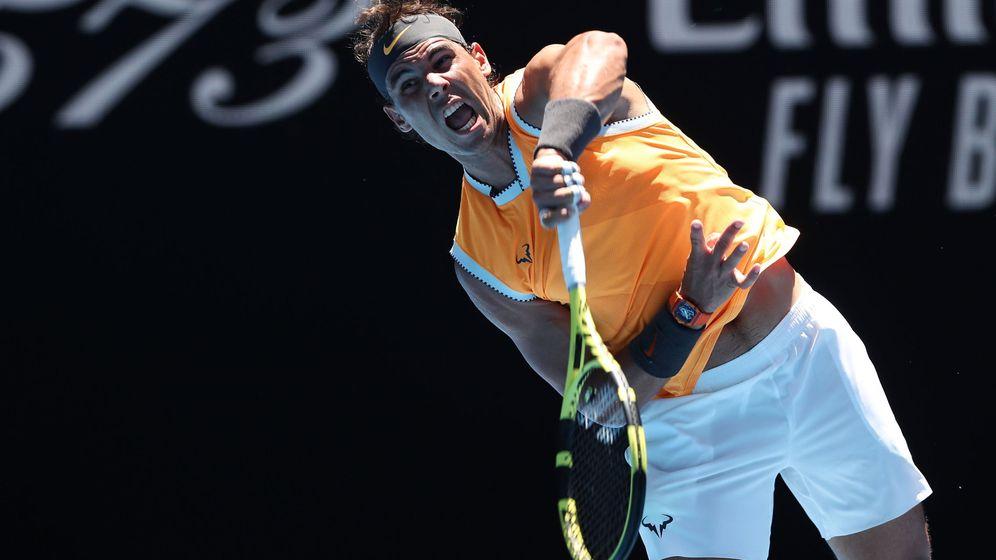 Foto: Rafa Nadal, sacando en su partido ante Duckworth. (Reuters)