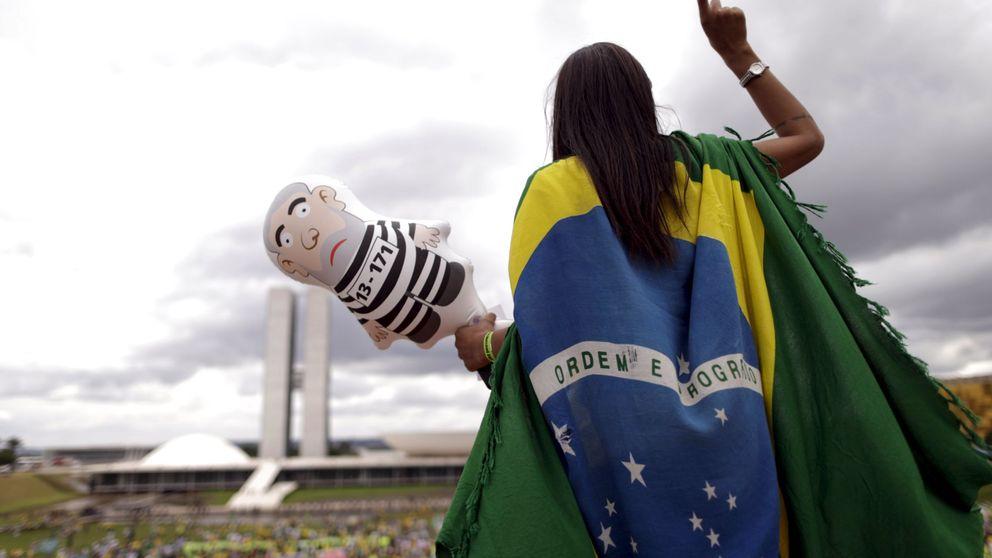 Lula da Silva abandona la comisaría tras declarar por el caso Petrobras