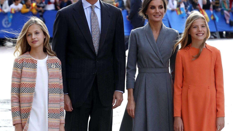 Los reyes Felipe y Letizia, junto a sus hijas. (EFE)
