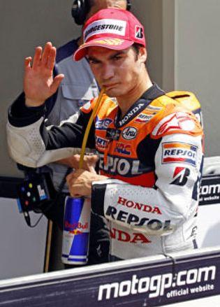 Foto: Pedrosa le quita la 'pole' a Lorenzo