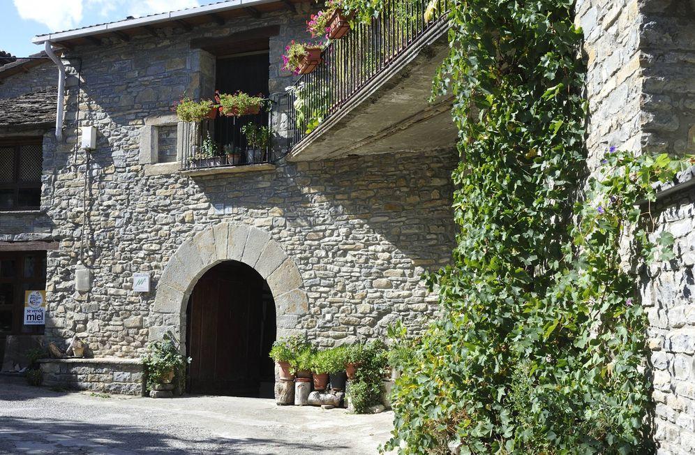 Foto: Un rincón de la villa medieval y pirenaica de Aínsa. (Escapada Rural)