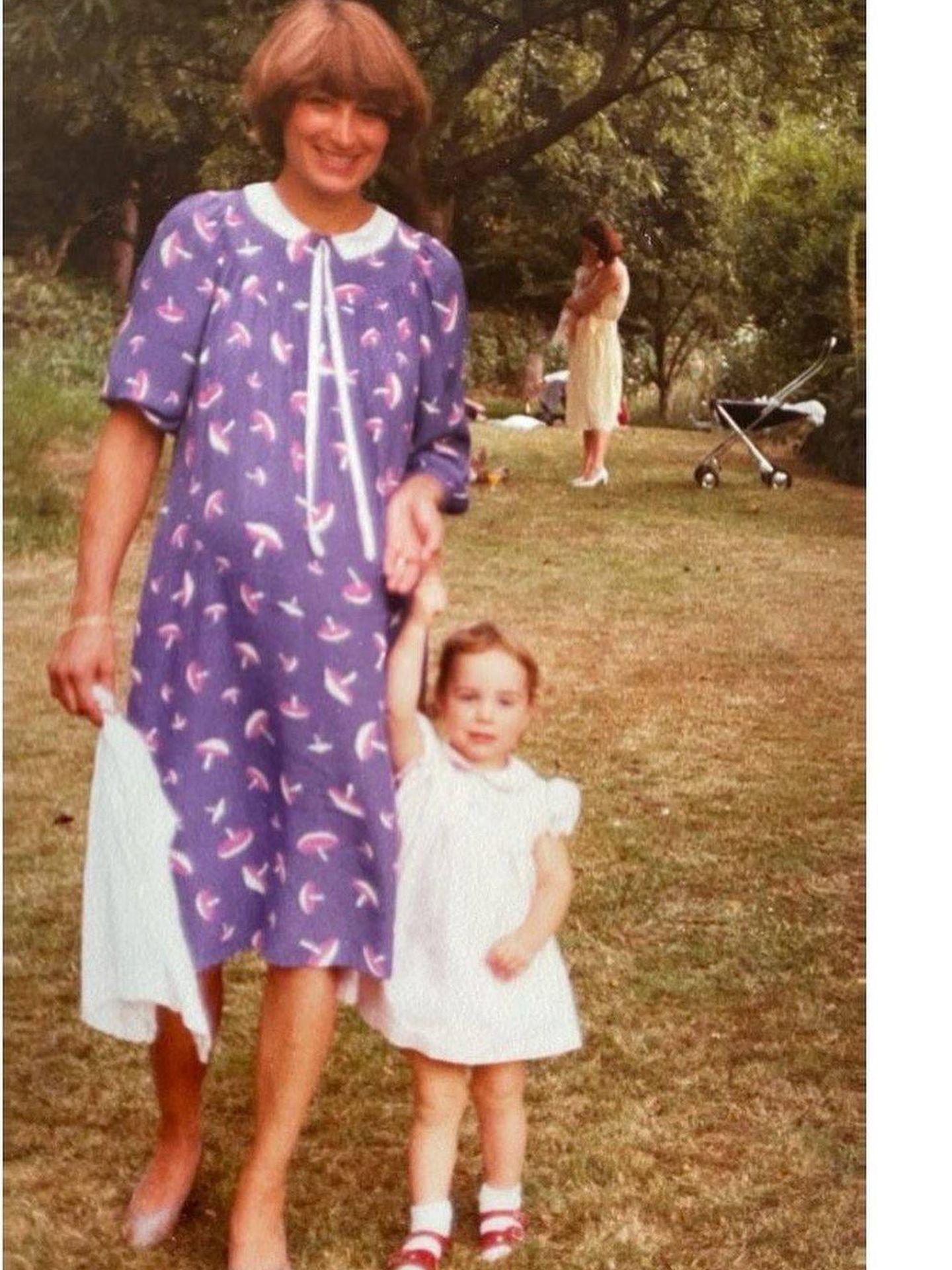 Carole y Kate Middleton, en los 80. (Palacio de Kensington)