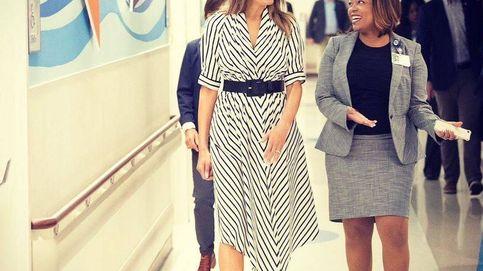 Melania Trump reaparece en un hospital infantil con un 'look' de 1.800 euros