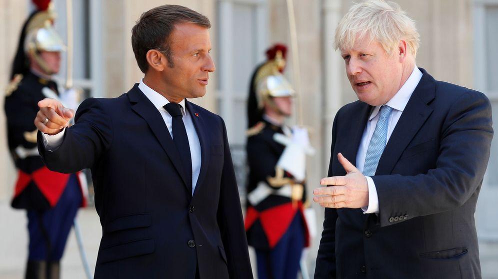 Foto: El presidente francés Emmanuel Macron junto al 'premier' británico Boris Johnson en París. (Reuters)