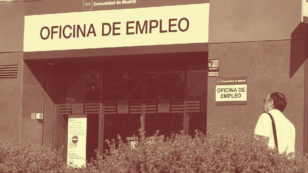 Foto: Foto de archivo de una oficina de empleo en Madrid. (EFE)