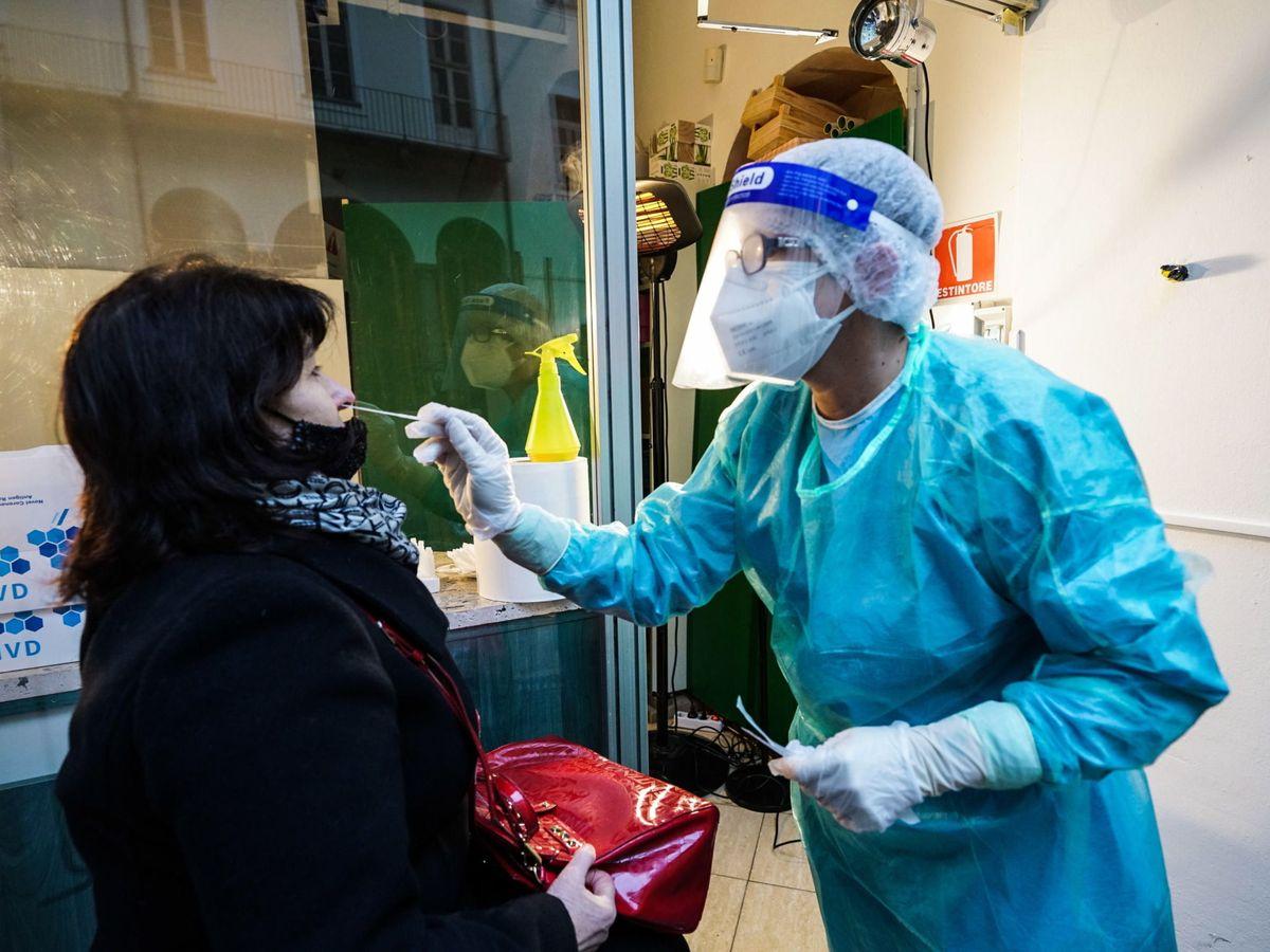 Foto: Test de coronavirus en Turín. (EFE)