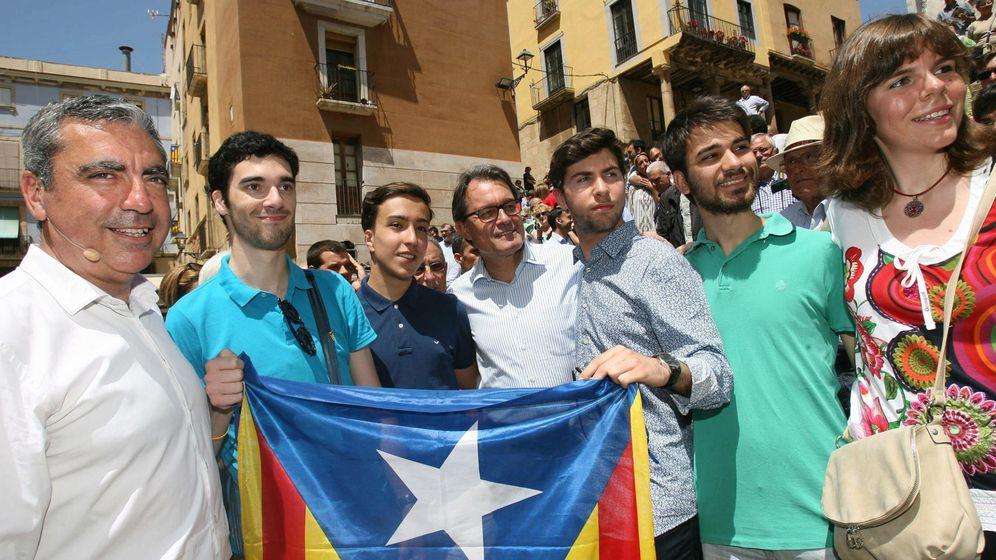 Foto: El expresidente de la Generalitat Artur Mas (c), acompañado del concejal de Tarragona, Albert Abelló (i), en una foto de archivo. (EFE)