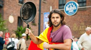 Tapas Revolution! Un chef español recorre Inglaterra en moto cocinando gratis
