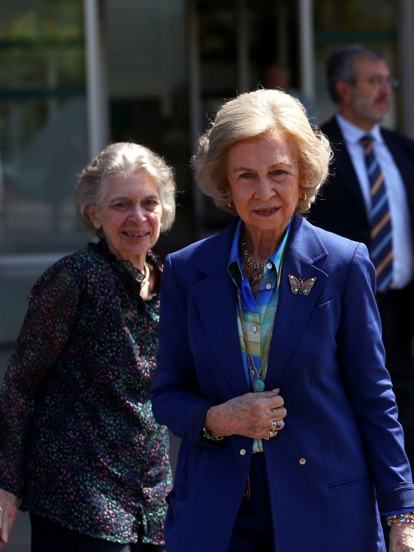La reina Sofía, junto a su hermana Irene. (EFE)