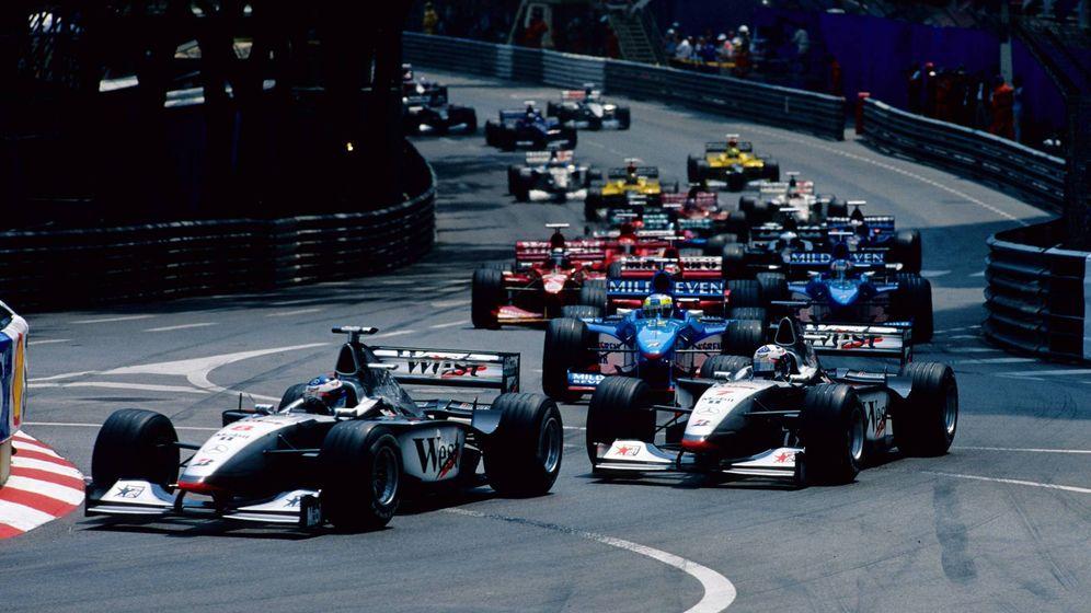 Foto: Los McLaren de Mika Hakkinen y David Coulthard salieron desde la primera línea de la parrilla en el GP de Mónaco de 1998. (Imago)