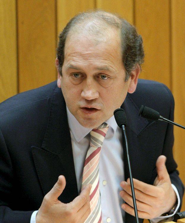 Foto: Xoaquín Fernández Leiceaga en el pleno del Parlamento de Galicia en 2009. (EFE)