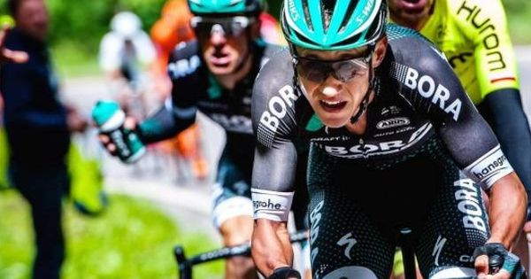 Las piernas del ciclista Pawel Poljanski antes de otra de las etapas duras del Tour