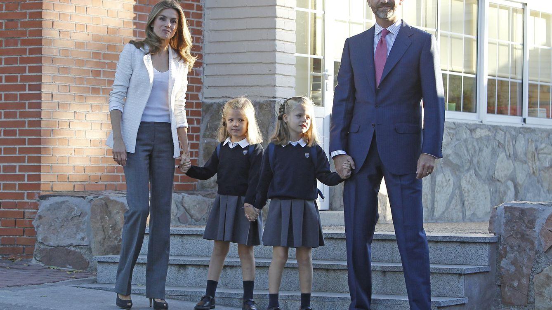 Foto: Los Príncipes de Asturias junto a las infantas en su primer día de colegio del año pasado (I.C.)