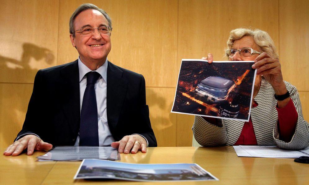 Foto: Florentino Pérez, junto a Manuela Carmena en la presentación (Juan Medina/Reuters).