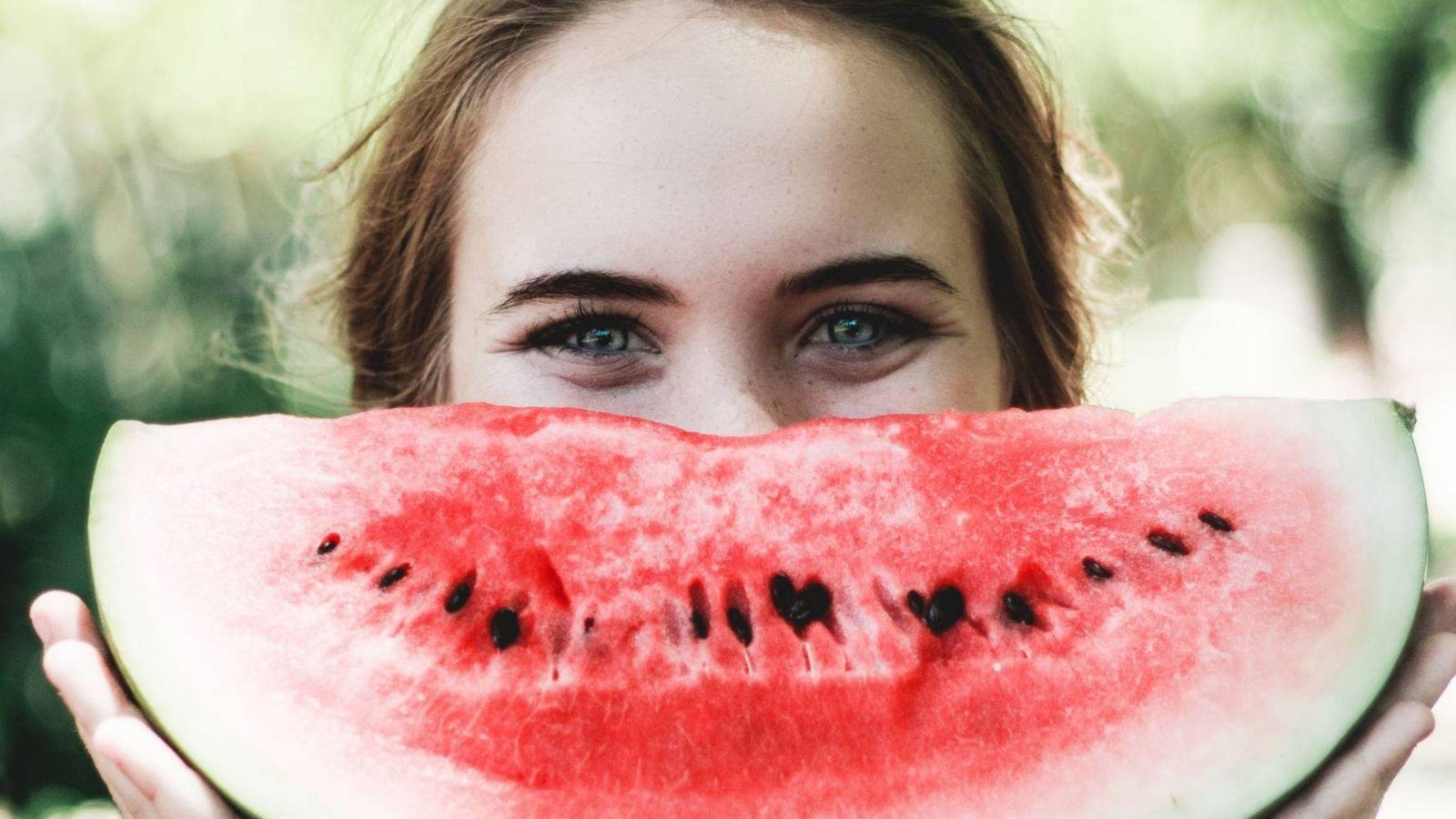 Foto: Come agua, sí como lo lees. (Imagen: Caju Gomes)