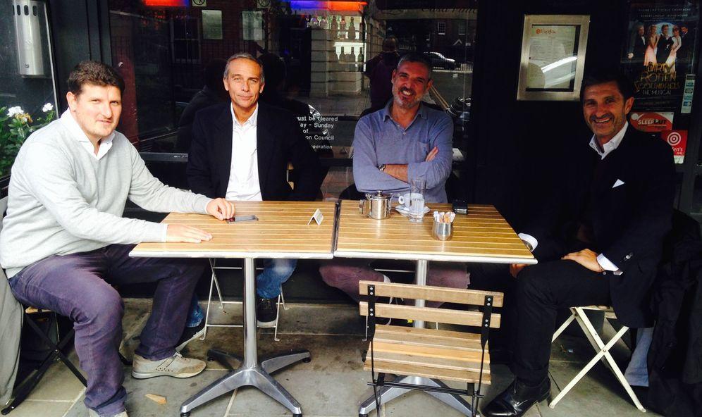 Foto: En la imagen, Giraldi (Watford), Boldrini (La Gazzetta dello Sport), Acri y Sormani, compartiendo sobremesa en La Delizia (FOTO: David Ruiz)