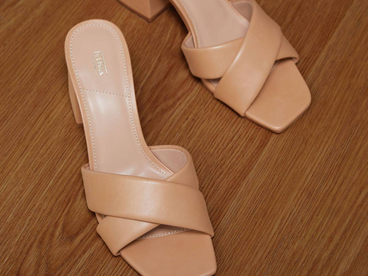 Foto: Las sandalias de pala cruzada de Lefties. (Cortesía)