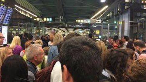 Largas colas en control de pasaportes del aeropuerto de Madrid Barajas