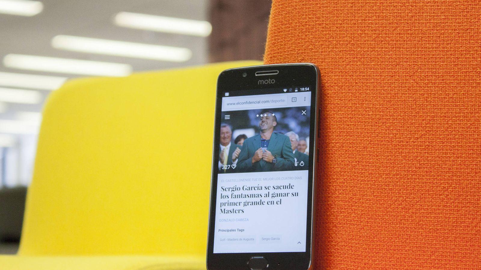 Foto: El Moto G5 está disponible a partir de 199 euros. (Enrique Villarino)
