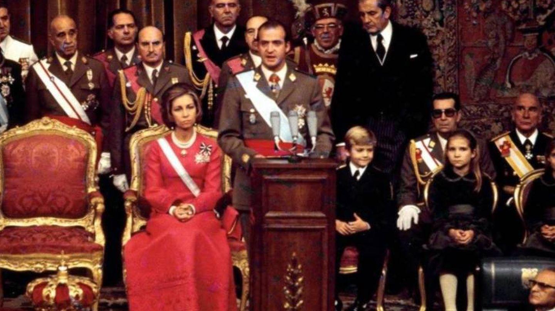 Juan Carlos I es proclamado Rey en el Congreso de los Diputados.