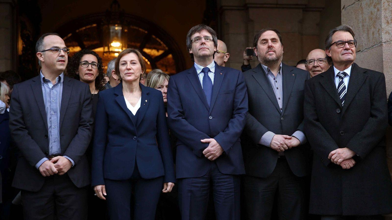 Foto: Turull, junto a la cúpula del Govern. (EFE)