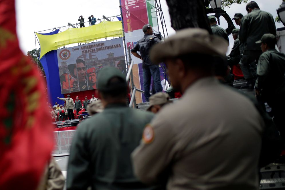 Foto: Nicolás Maduro habla a los miembros de la milicia bolivariana en el Palacio de Miraflores de Caracas, el 17 de abril de 2017. (Reuters)