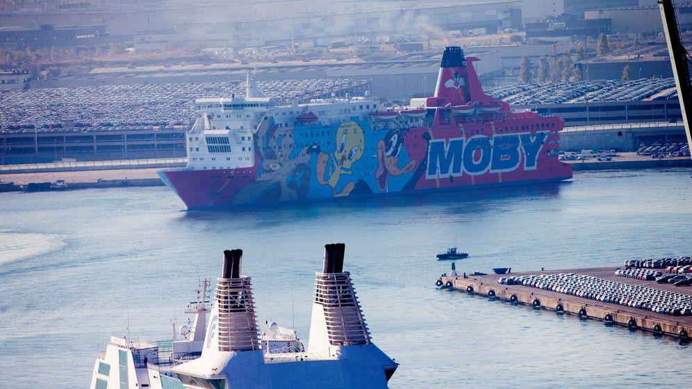 Foto: El barco Piolínabandonó esta mañana a primera hora el puerto de Barcelona. (EFE)