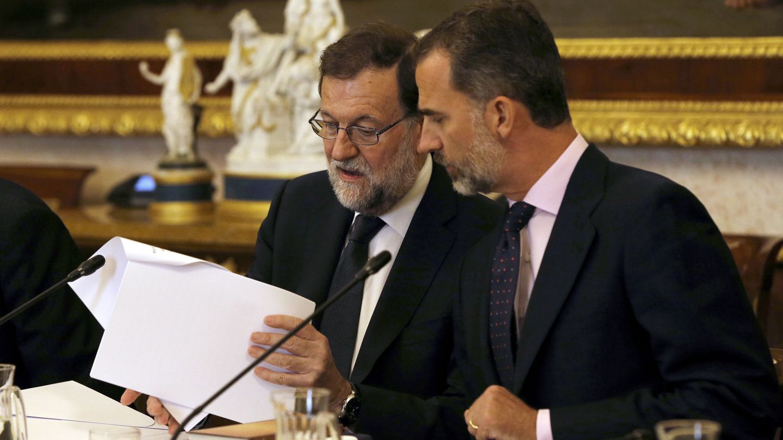 Felipe VI y el presidente del Gobierno en funciones, Mariano Rajoy. (EFE)