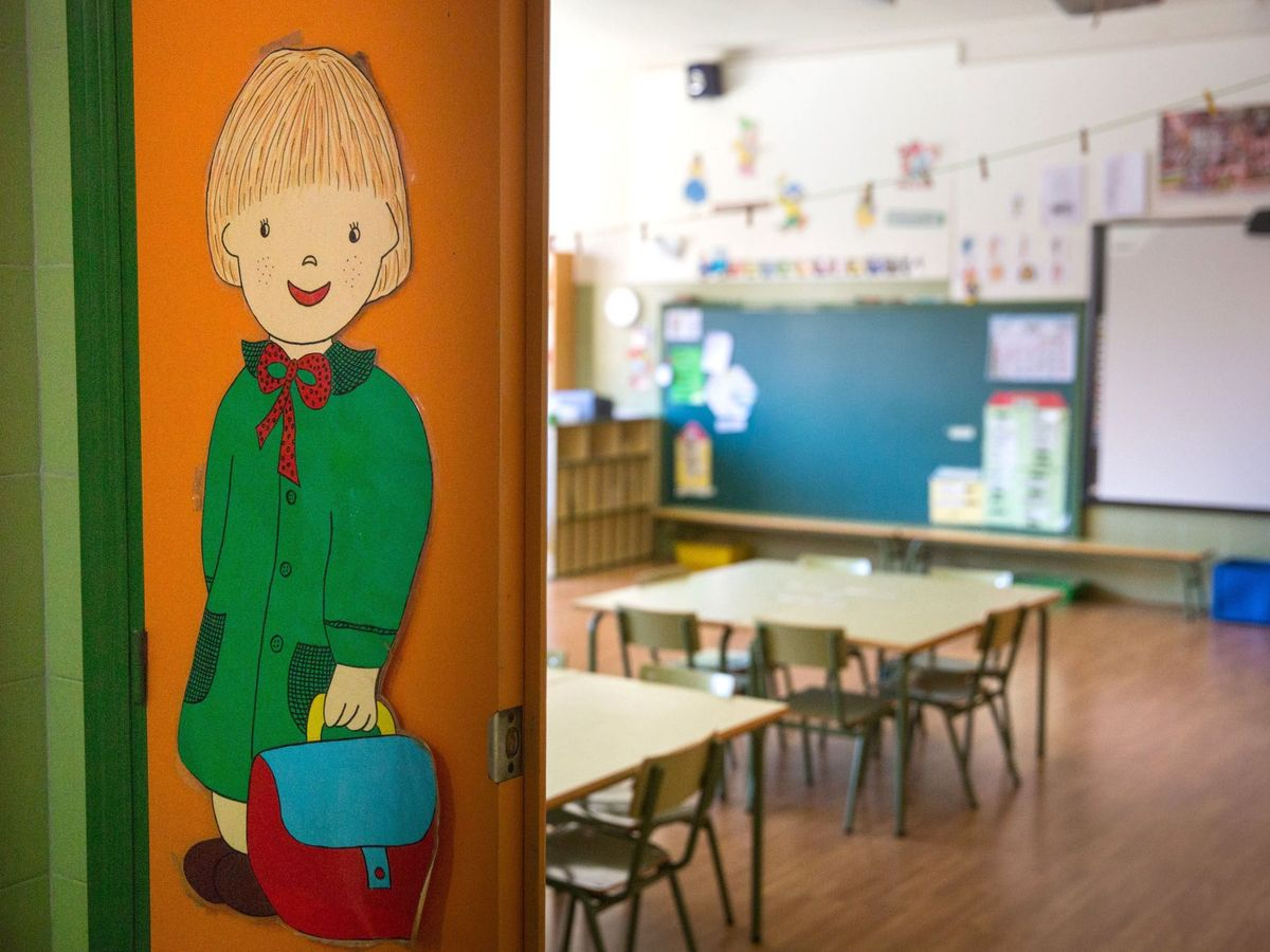 Foto: Un aula vacía en el colegio público Las Gaunas, en Logroño. (EFE)