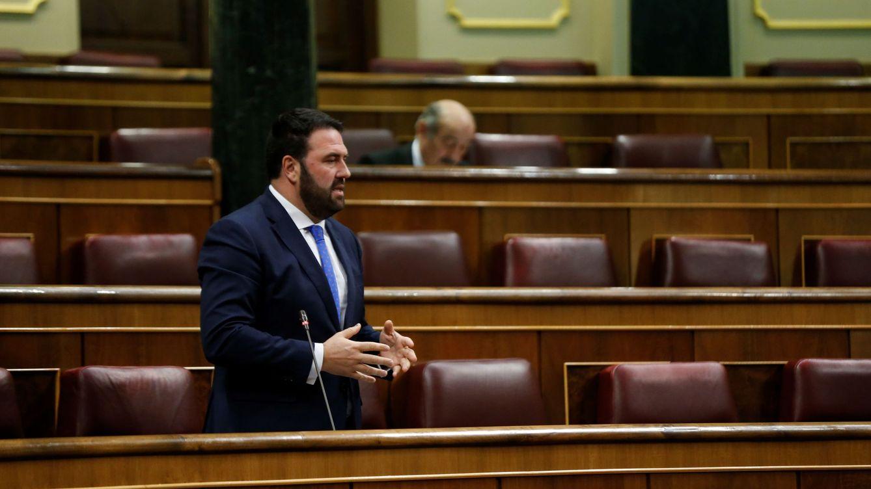 La Guardia Civil trata de sancionar a un diputado de Bildu que venía del Congreso