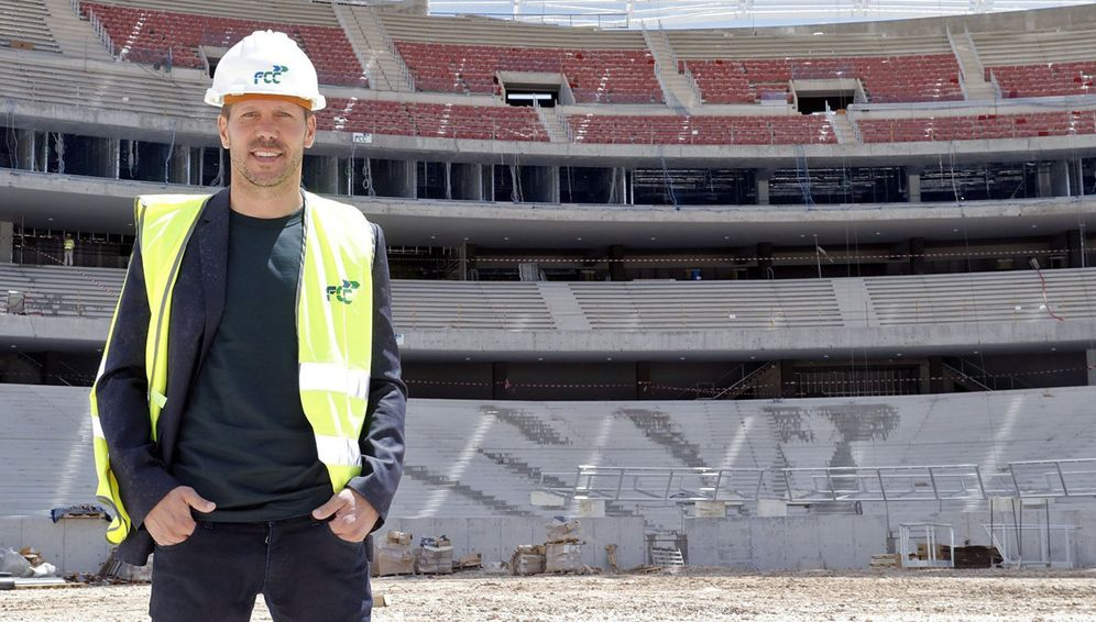 Foto: El Cholo Simeone posa en el interior del Wanda Metropolitano. (EFE)