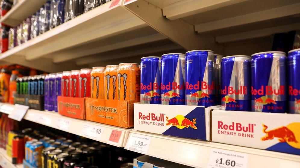 Foto: En cualquier expositor hay decenas de bebidas energéticas al alcance de los menores (Reuters/Simon Dawson)