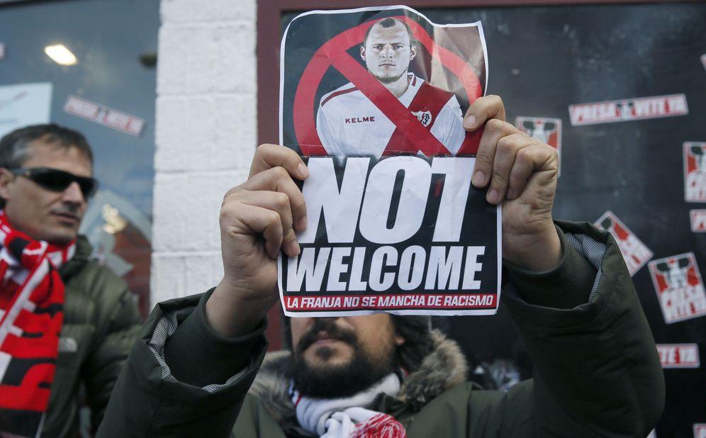 Foto: Imagen de la concentración en Vallecas contra Zozulya (EFE)