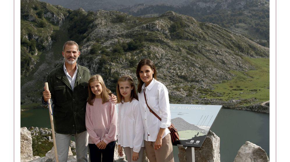 Foto: La felicitación navideña de los Reyes y sus hijas. (Casa Real)
