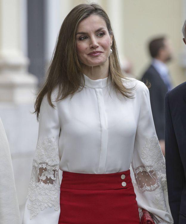 Foto: La Reina Letizia a la llegada al acto de BBVA. (Gtres)